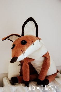 "Country style: Hand made kids: Renard ""Le petit prince"". My nursery shall be fox theme in honour of the fox n the little Prince! Fox Stuffed Animal, Sewing Stuffed Animals, Stuffed Toys Patterns, Sewing Toys, Sewing Crafts, Sewing Projects, Card Patterns, Pdf Sewing Patterns, Animal Patterns"