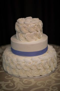 Buttercream Rosettes from http://www.thecasualgourmet.com/wedding-cakes
