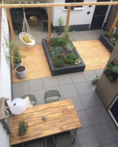 Tuin overzicht, strak met pergola en vlonders – Terrasse ideen Garden overview sleek with pergola and decking Garden overview sleek with pergola and decking The post Garden overview sleek with pergola and decking appeared first on Terrasse ideas. Pergola Garden, Wooden Pergola, Outdoor Pergola, Small Backyard Landscaping, Backyard Pergola, Pergola Plans, Pergola Ideas, Landscaping Ideas, Patio Ideas