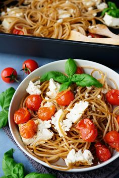 Spaghetti mit Feta und Tomaten aus dem Ofen Spaghetti, Pasta, One Pot, Food And Drink, Delicious Food, Food And Drinks, Rice Dishes, Noodles, Health And Fitness