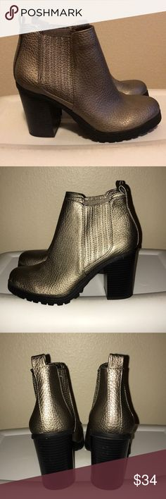 Sam & Libby Gold Metallic Ankle Boots NWOT. Never worn. Perfect for fall! Light gold metallic color. 3 inch heel. Sam & Libby Shoes Ankle Boots & Booties