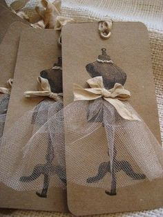 Old books craft Doily Clock Gift wrapping Handmade gift tags. DIY: chalkboard with decorative border Paper Art, Paper Crafts, Diy Crafts, Handmade Gift Tags, Handmade Ideas, Handmade Jewelry, Card Tags, Making Ideas, Cardmaking