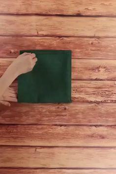 Paper Napkin Folding, Christmas Napkin Folding, Christmas Napkins, Christmas Table Settings, Christmas Table Decorations, Decoration Table, Snow Decorations, Christmas Time, Christmas Crafts