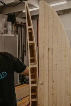 How to hollow out a wooden surfboard! We are making our own diy wooden surfboard and take a look at the inside with the board hollowed out. Wooden Surfboard, Make Your Own, How To Make, Surfboards, Wooden Diy, Wood Working, Home Decor, Woodworking, Decoration Home
