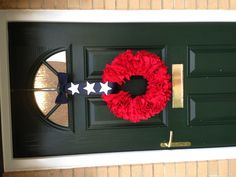 4th Of July wreath. This would be cute in reverse on my red door... Maybe a blue wrath with white stars and a red & white striped ribbon to hang.