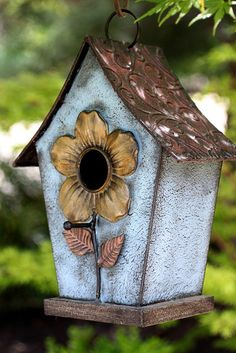 Build adorable bird  houses for specific types of birdies.