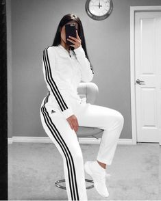 What the Athleisure trend is and how you can rock it Swag Outfits For Girls, Cute Comfy Outfits, Girls Fashion Clothes, Sporty Outfits, Winter Fashion Outfits, Mode Outfits, Classy Outfits, Stylish Outfits, Girl Outfits