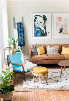 eclectic living room decor. boho layers. vintage rattan furniture.