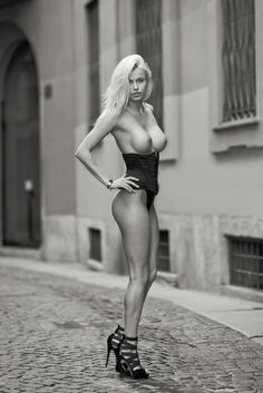 Olga Marackovska aka Olga de Mar nude sexy, walked the streets of Milan topless under the lens of the famous American fashion photographer Jay Marroquin Images Gif, Erotic Photography, Glamour Photography, Photography Poses, Model Photos, Shades Of Grey, Female Bodies, Madrid, Hot Girls