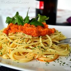 Pasta with tuna and tomato recipe! An easy to cook and fast Spanish pasta recipe! Spanish food recipes