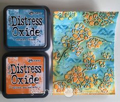 I've been creating with Distress Oxide inks and an embossing folder. I turned my trials into cards.   Ben in de weer geweest met Distre...