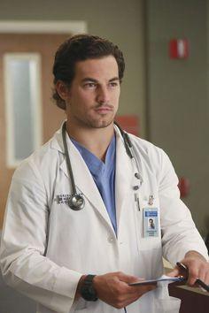 Grey's Anatomy promove novo interno ao elenco regular da 12ª temporada! - Minha Série