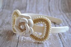 These headband is stunning and very unique, a perfect head piece for flower girls, first communion or any other special event. Certainly for a child this would be considered couture. We absolutely love these and if you are looking for something that is going to stand out and look expensive, then this is the one. The perfect headband to add a little extra beauty and sparkle! This is surely not to be missed and are great to be used again and again for future wearings. The pearls and rhinestone…