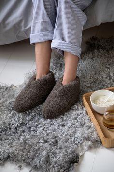 Hjemmesko i uld fra det danske brand The Cozy Sheep Home slippers from the Danish brand The Cozy Sheep Sutsko, slippers, wool Danish, Lana, Sheep, Slippers, Cozy, Slipper, Flip Flops