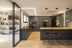 A modern penthouse in Barcelona by Susanna Cots - Home Interior Design Kitchen Interior, Interior And Exterior, Room Interior, Küchen Design, House Design, Design Trends, Design Ideas, Minimal Kitchen Design, Prefab Homes