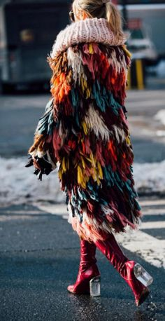 knitGrandeur: Patchwork Fringe-Chloe Crochet Fringe Coat- NY Fashion Week, F/W 2017 Outfits street style Patchwork Fringe New York Fashion Week 2018, New York Fashion Week Street Style, Fashion Weeks, Style Fashion, Fashion Mode, Nyc Fashion, Fashion Styles, Fashion Outfits, Fall Fashion