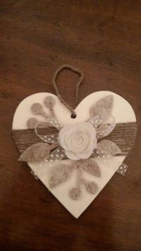Cuore legno e feltro Hobbies And Crafts, Crafts To Make, Arts And Crafts, Diy Crafts, Valentine Heart, Valentine Crafts, Christmas Crafts, Heart Decorations, Valentine Decorations