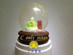 Christmas crystal ball cake. The ball is made by blow candy. - I must Learn this!