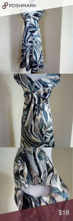 Dress Cute summer dress, 100% polyester. Side zip and ties in the back. Arms are elastic. Size large but runs small. Armpit down 35 inches, 18 inches across Dresses Midi
