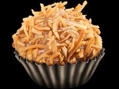 Brigadeiro de Doce de Leite Wrap Recipes, Sweet Recipes, My Favorite Food, Favorite Recipes, Sweet Party, Food Wishes, Portuguese Recipes, Savoury Dishes, Food Inspiration