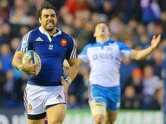 Yoann Huget met les gaz. La défense écossaise ne le reverra pas.