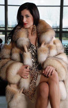 Golden Fox Fur Coat photo (18).jpg 500×800 pixels
