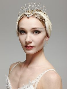 Ballerina Makeup and Tiara Ballerina-Make-up und Tiara Photography Winter, Ballet Photography, Sport Photography, Royal Ballet, Alvin Ailey, Modern Dance, Tutu Ballet, Ballet Dancers, Ballerina Art