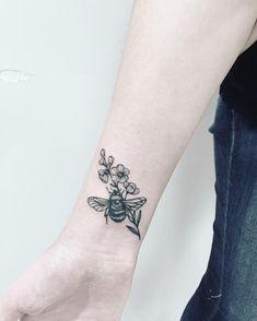 First time  when I tried 1rl. #floraltattoo #floral #blacktattooing  #tattoo #tattooed #tattooartist #botanicaltattoo #blackwork #blxckink #blacktattooart #blacktattoos #amazinink #annabravo #dotworktattoos#dotworktattoo #wowtattoo #inked #dotworkers#iblackwork#inked#tattooart#botanicaltattoo#linework#inkedmag#inked#inkedup#blackinkedart#blackart#t2me#inkstinctsubmission#onlyblackart#bumblebee #bumblebeetattoo