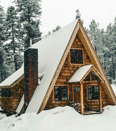 69 trendy ideas for wood house design small green life Tiny House Cabin, Log Cabin Homes, House With Porch, Small Rustic House, A Frame Cabin, A Frame House, Cabins In The Woods, House In The Woods, Log Home Plans