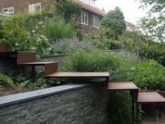 Jardin de ville - All For Garden Garden Stairs, Terrace Garden, Landscape Stairs, Landscape Design, Terrasse Design, Outdoor Steps, Design Jardin, Sloped Garden, Garden Architecture