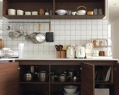 Kitchen Interior, Room Interior, Kitchen Decor, Kitchen Design, Comfy Cozy Home, Minimal House Design, Interior Decorating, Interior Design, Home Room Design