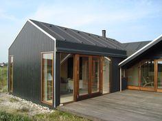 Tilbygning og makeover af sommerhus / Extension on Behance Black House Exterior, Exterior House Colors, Rustic Shed, Modern Barn, Modern Crib, Barn Renovation, Backyard Studio, Rural Retreats, Shed Homes