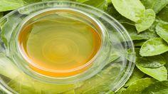 Schuppen vom Jade-Drachen: Grüntee-Nudeln mit roter Paprika Mit Tee lässt sich mehr anstellen, als ihn nur zu trinken. Das folgende Rezept vereint zwei Eckpfeiler der asiatischen Küche miteinander: grünen Tee und Nudeln.