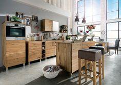 """Mit dem Baraufsatz für die Kücheninsel der Modulküche """"Culinara"""" verwandeln Sie Ihre Küche in einen Platz zum Wohlfühlen und Verweilen. Ob Sie sich für die praktische Küche """"Culinara"""" in Kernbuchenholz oder in Eiche entschieden haben, spielt keine Rolle, der Baraufsatz ist in beiden Massivholzarten erhältlich."""