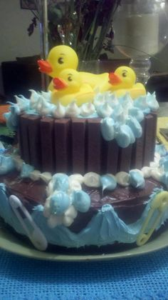 Such a cute baby shower cake idea Liz Norem, I think I could do one like this one.