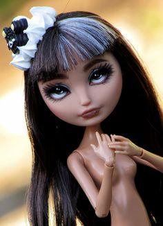 Ever After High OOAK Cerise Hood doll por SunisCustomCreations