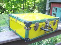 Great Vintage Roller Skate Case in Vivid Colors - http://oleantravel.com/great-vintage-roller-skate-case-in-vivid-colors