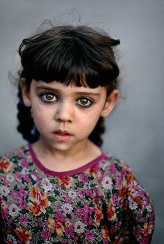 photography b&w world Afghanistan humanitarian Steve McCurry Kabul Afghan Girl refugee b&w photography refugee camp Beautiful Eyes, Beautiful People, Fotojournalismus, World Press Photo, Afghan Girl, Interesting Faces, Photojournalism, People Around The World, Beautiful Children