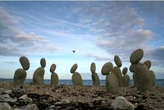 Many rock balancing art works are created in their natural environment; on beaches, mountains or in rivers. The natural surroundings, combined with the man-made art, give the stone balancing art piece an aspect of surrealism (sur - above). Dalai Lama, Stone Balancing, Rock Sculpture, Ice Sculptures, Balance Art, Rock And Pebbles, Land Art, Surreal Art, Artist