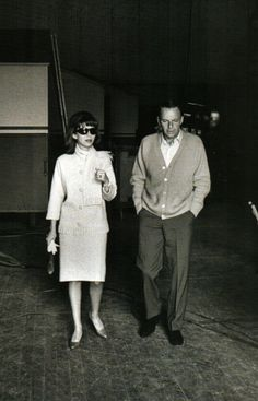 Frank Sinatra and his daughter Nancy leaving the set of Marriage On The Rocks / AS1966