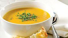 Dans une grande casserole, faire fondre le beurre. Ajouter les cubes de courge et l'oignon et cuire de 2 à 3 minutes...