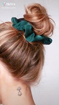 Diy Crafts Hacks, Diy Crafts For Gifts, Fashion Sewing, Diy Fashion, Diy Hair Scrunchies, Diy Bow, Diy Hair Accessories, Tips Belleza, Diy Hairstyles
