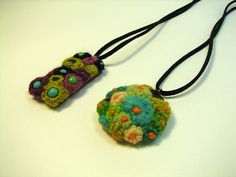 necklace crocheted flowers - different colours for me please