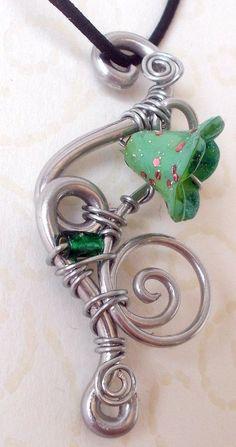 Grüner Feenblüten-Glücksbringer Anhänger/Elfe Nickelfrei Hippie Blume Spiralen