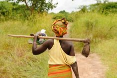 Bitmari is introducing a Zimbabwe Women Farmers Accelerator program that is aimed at opening the doors of bitcoin to farmers as an alternative to cash. Sustainable Farming, Sustainable Development, African Models, African Women, Gender And Development, Theory Of Change, Economic Efficiency, Kairo, Business Marketing
