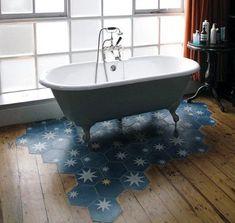 Küvet altı zemin dekorasyon mavi fayans ve rustik parke geçişli zemini | Kadınca Fikir - Kadınca Fikir Clawfoot Bathtub, Bathroom, Washroom, Bathrooms, Bath, Bathing, Bath Tub