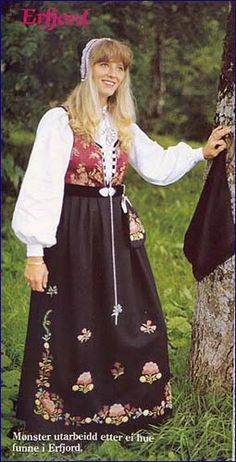 Bunad of Erfjord in Rogaland, Norway. Erfjord is a former municipality in Rogaland county, Norway. Norway Girls, Folk Costume, Costumes, Bridal Crown, Different Patterns, Traditional Outfits, Vintage Photos, Bridal Dresses, Jelsa