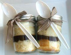 """Chocolate Ganache Buttercream Frosting Jar Cake"" ~ So cute! Jar Packaging, Dessert Packaging, Mug Recipes, Dessert Recipes, Buttercreme Frosting, Mason Jar Meals, Mason Jars, Cheesecake In A Jar, Dessert In A Jar"