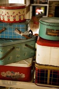 Some of these look familiar, I think I have a couple. Vintage tins are great to decorate with. :)
