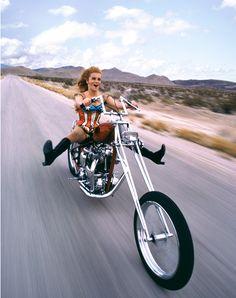 Ann-Margret riding a chopper outside of Las Vegas, 1969 – Douglas Kirkland Harley Davidson, Davidson Bike, Biker Chick, Biker Girl, Motos Sexy, Ann Margret Photos, Chicks On Bikes, Suzuki Motorcycle, Motorcycle Babe